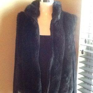 Jackets & Blazers - gorgeous Black Faux Fur Vest Scalloped Neckline